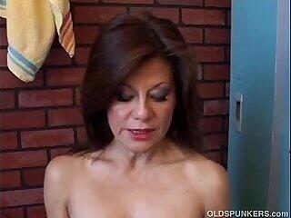 amateur-cunt-gorgeous-juicy-mature-older woman